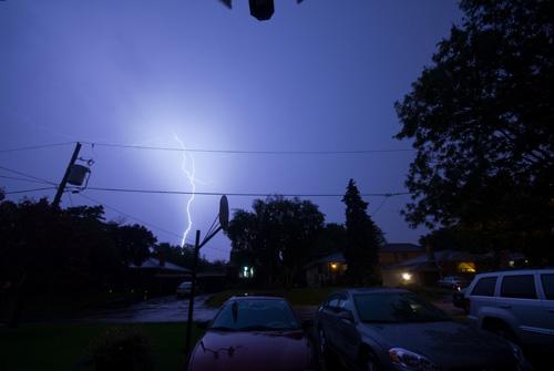 lightning_in_toronto_01