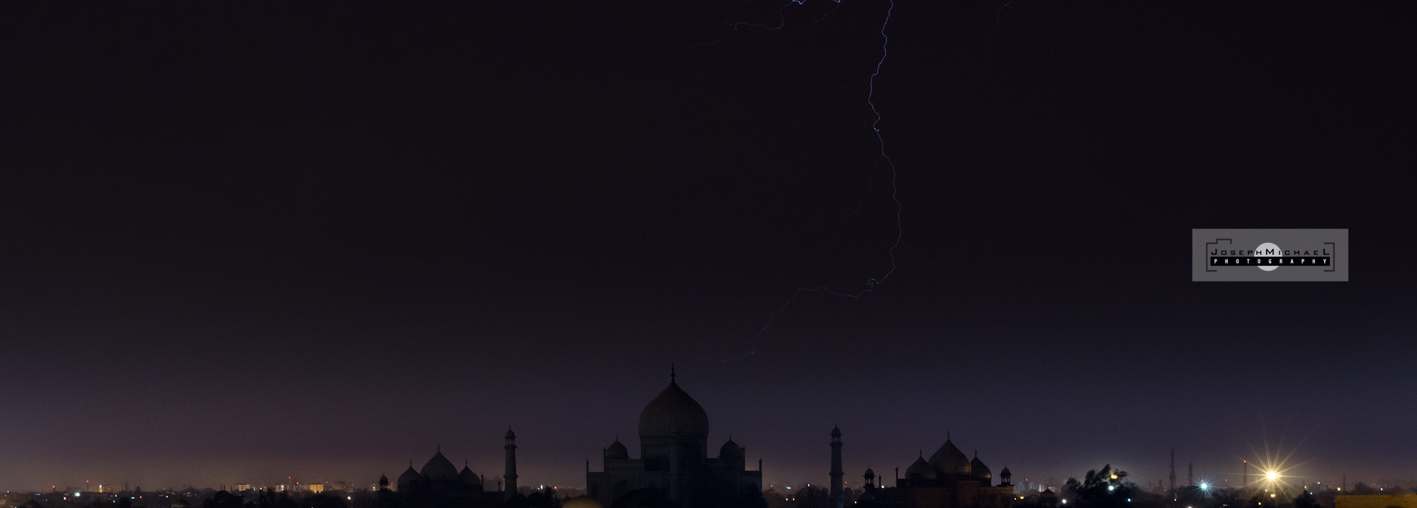 Lightning photo with the Taj Mahal